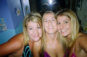 This is the last time we all went out together - at my hens night - back in 2007!!  Drunken pumpkins for shizzle