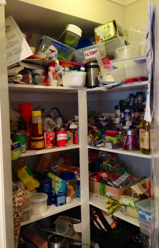 Who on earth would have a pantry that looks like this schmoozle? (me)
